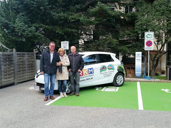 Offizielle Eröffnung eCarsharing Mallnitz 30.09.2015; v.l.n.r.: Anton Glantschnig, Evelyne Glantschnig / RKM Telekommunikation, Josef Gfrerer / Hochalmblick